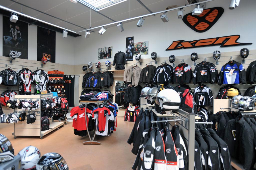 Distribution spécialisée - présentoir habillement